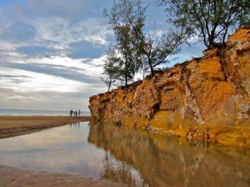 Dripstone Cliffs: Brinkin, Darwin.  Northern Territory of Australia.